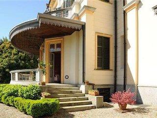 7 bedroom Villa in MEINA, Lake Maggiore, Italy : ref 2373316 - Meina vacation rentals
