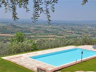 4 bedroom Villa in Santa Lucia, Tuscany, Arezzo, Italy : ref 2373606 - San Pietro a Cegliolo vacation rentals
