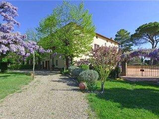 5 bedroom Villa in Ville Di Corsano, Tuscany, Italy : ref 2373689 - Ville di Corsano vacation rentals