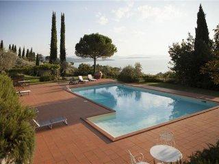 3 bedroom Villa in Passignano Sul Trasimeno, Umbria, Lake Trasimeno, Italy : ref 2374177 - Passignano sul Trasimeno vacation rentals