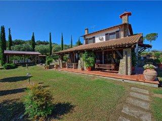6 bedroom Villa in Macchiascandona, Tuscany, Italy : ref 2374304 - Macchiascandona vacation rentals