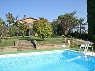 3 bedroom Villa in Cetona, Tuscany, Italy : ref 2374425 - Cetona vacation rentals