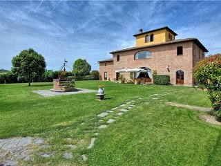 10 bedroom Villa in Bandita, Tuscany, Italy : ref 2374905 - Guazzino vacation rentals
