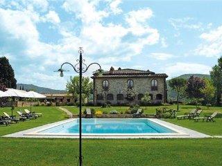 9 bedroom Villa in Pieve a Presciano, Tuscany, Arezzo, Italy : ref 2375014 - Pieve A Presciano vacation rentals