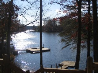 Waterfront Lake Hickory Charming Cottage - Hickory vacation rentals