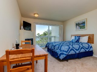 Romance awaits with ocean views & sandy shores at dog-friendly studio condo! - Lincoln City vacation rentals