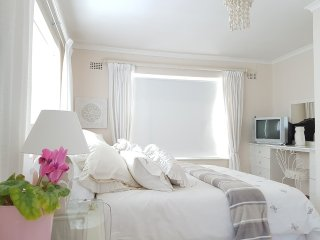Romantic One Bedroom, Walk to Beach, Views and Shared Pool - Irene's Pad - Simon's Town vacation rentals