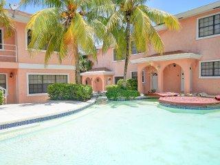 GREAT LOCATION-5 min walk to Atlantis, Beach+Bars! - Paradise Island vacation rentals