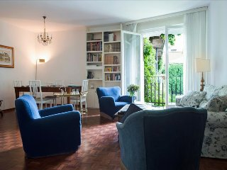Classic style 3bdr apt with balcony - Milan vacation rentals
