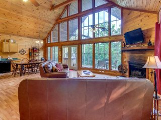Modern, dog-friendly cabin w/ mountain views, hot tub, pool table, and more! - Sautee Nacoochee vacation rentals