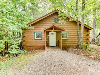 Cozy, dog-friendly cabin w/ hot tub, heart-shaped jetted tub, fireplace, & more - Sautee Nacoochee vacation rentals