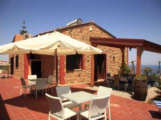 Bright 2 bedroom Castel di Tusa Villa with Internet Access - Castel di Tusa vacation rentals
