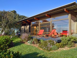 Gorgeous 3 bedroom Wye River House with Balcony - Wye River vacation rentals