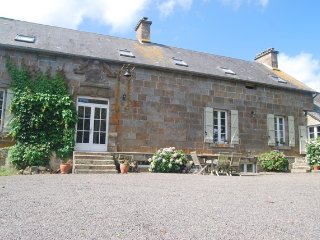 Spacious 5 bedroom Farmhouse Barn in La Ferte Mace - La Ferte Mace vacation rentals