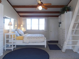 Charming Cottage in East Hampton with Internet Access, sleeps 2 - East Hampton vacation rentals