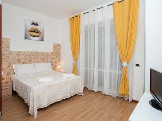 Gianicolense 5 bedroom - Roma vacation rentals
