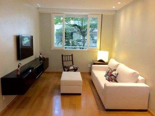 LB204 - RIO - LEBLON BEACH - UP TO 5 PEOPLE - Rio de Janeiro vacation rentals