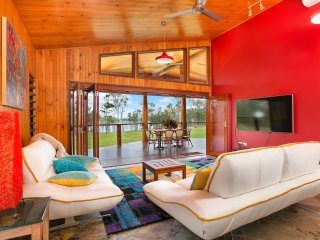 Lake Tinaroo Frontage- Luxury  - Cairns Highlands - Yungaburra vacation rentals