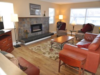 2 bedroom House with Internet Access in Anchorage - Anchorage vacation rentals