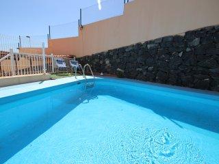 Spacious dúplex with swimming pool - Adeje vacation rentals