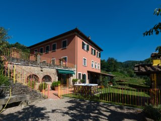 Podere Gianpaolo Holiday House nel cuore delle colline toscane - Monte a Pescia vacation rentals