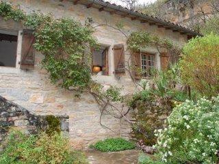La Cantalouve: Beautiful seclusion - Varen vacation rentals