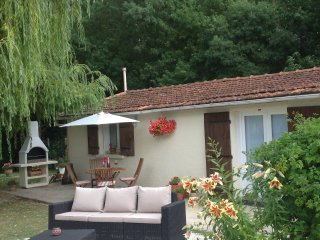 Jacinthe Des Bois 2 bedroom cottage - Port d'Envaux vacation rentals