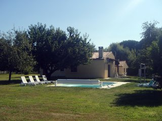 Villa set on the banks of the Dordogne river - Le Fleix vacation rentals