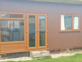 H16, 2 bedroom, 4 berth chalet, Mablethorpe - Mablethorpe vacation rentals