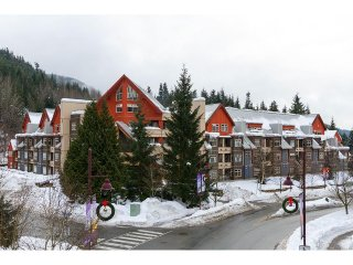 1 Bedroom w/ pool & hot tub access - Whistler Creek - Whistler vacation rentals