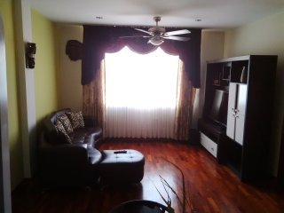 Cozy Apt in Surco 20 mins from park Kennedy Mirafl - Lima vacation rentals