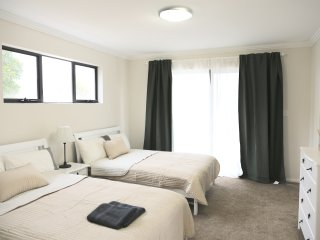 No.5 Holiday Family Suite With Private Bathroom - Sydney vacation rentals