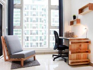 7 Bedded SOHO Suites Scott Garden near Midvalley, Easy Access to Kuala Lumpur - Kuala Lumpur vacation rentals