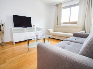 Lovely 3 Bed Flat in Busy Shopping Zone - Malaga vacation rentals