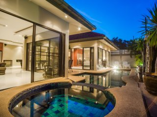 Avoca Deluxe 2bdr Pool & Jacuzzi - Pattaya vacation rentals