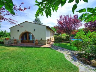 Farmhouse with private garden and pool in Tuscany - Tavarnelle Val di Pesa vacation rentals