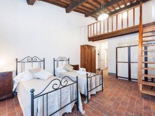 La Ripadoro Palazzo del Borgo, app Viste - Chianni vacation rentals