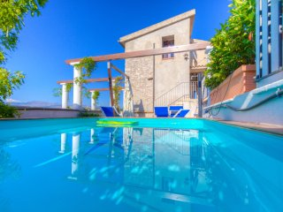 Bright Villa with Washing Machine and Television - Minturno vacation rentals