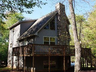 """Deer Run"" 6 Bedroom, FIRE PIT, Hot Tub, Pool Table, WIFI, TV's in bedrooms - Lake Harmony vacation rentals"