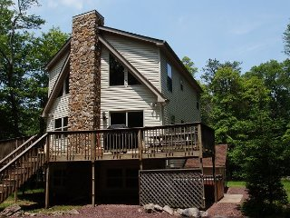 """Harmony"" Serene Mountain Home Near Lake, 6 Bedroom, Hot Tub, Pool Table - Lake Harmony vacation rentals"