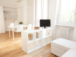 Bright 2 bedroom House in Milan with Internet Access - Milan vacation rentals