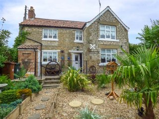 CROFT COTTAGE, detached stone cottage, with WiFi and enclosed garden, in Pickering, Ref 936541 - Pickering vacation rentals