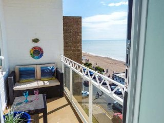 TOBAGO, unique seafront apartment, WiFi, balcony, beach opposite, in - Bexhill-on-Sea vacation rentals
