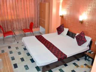 Deluxe Double Bed AC Room in Mystique Moments B&B - New Delhi vacation rentals