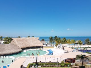 OCEAN VIEW HOTEL ZONE CANCUN STUDIO #326 - Cancun vacation rentals
