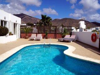 Bright 2 bedroom Playa Blanca Villa with Internet Access - Playa Blanca vacation rentals
