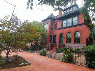 (6th & A #1) Gorgeous Historic Townhouse Apt 1 BR Plus Den - Washington DC vacation rentals