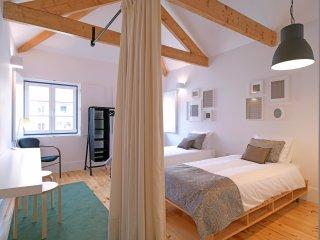 Nice Condo with Internet Access and Television - Porto vacation rentals