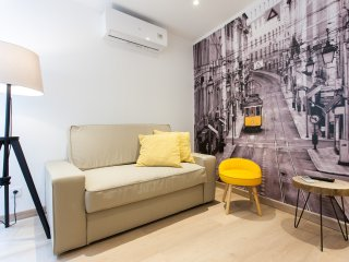 Cozy Condo with Internet Access and Television - Lisboa vacation rentals