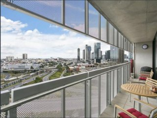 StayCentral - NEW - NGV Arts Centre Retreat; near trams - Melbourne vacation rentals